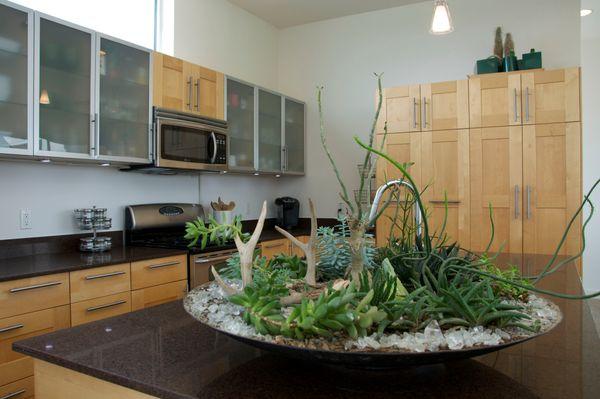 5605 Agatha Planter Kitchen (edit med DSC_0882).jpg