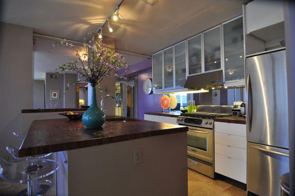 Penthouse 502 Kitchen (edit med DSC_0656).jpg