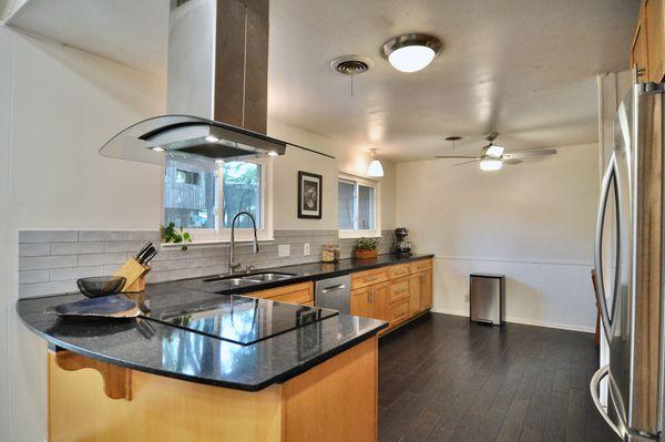 6506 Willamette kitchen DSC_0256.jpeg