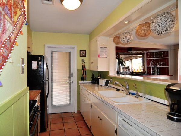 4209 Wilshire Kitchen (edit DSC_0860).jpg