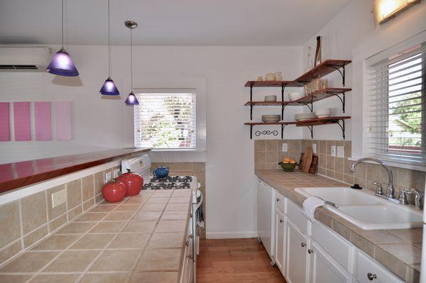 1511 E 14th Kitchen DSC_0454.jpeg