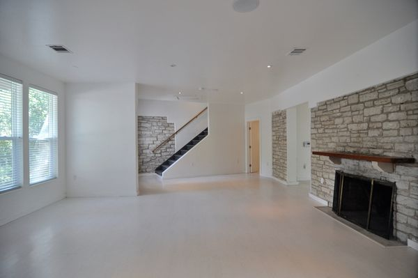 4214 Wilshire Liv Stairs (edit DSC_0173).jpg