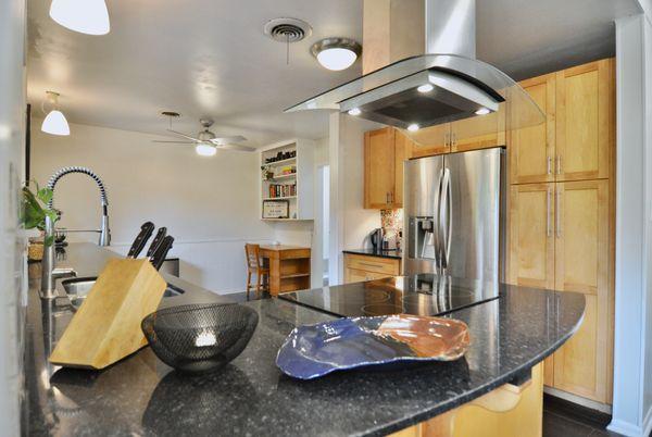 6506 Willamette kitchen 3 DSC_0270.jpeg