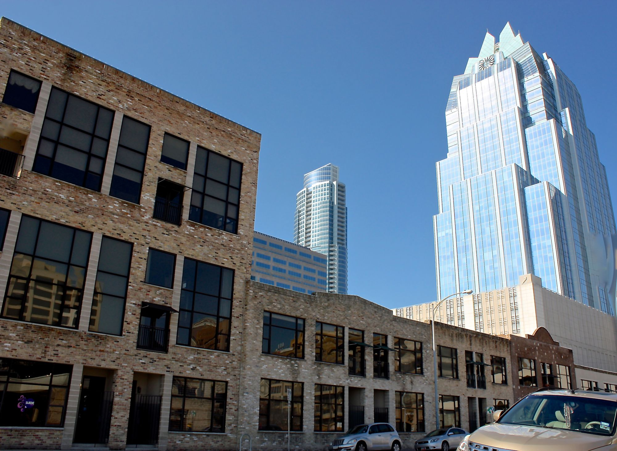 Brazos Lofts Ext+Austonian+Frost1 (edit Feb2010).jpg