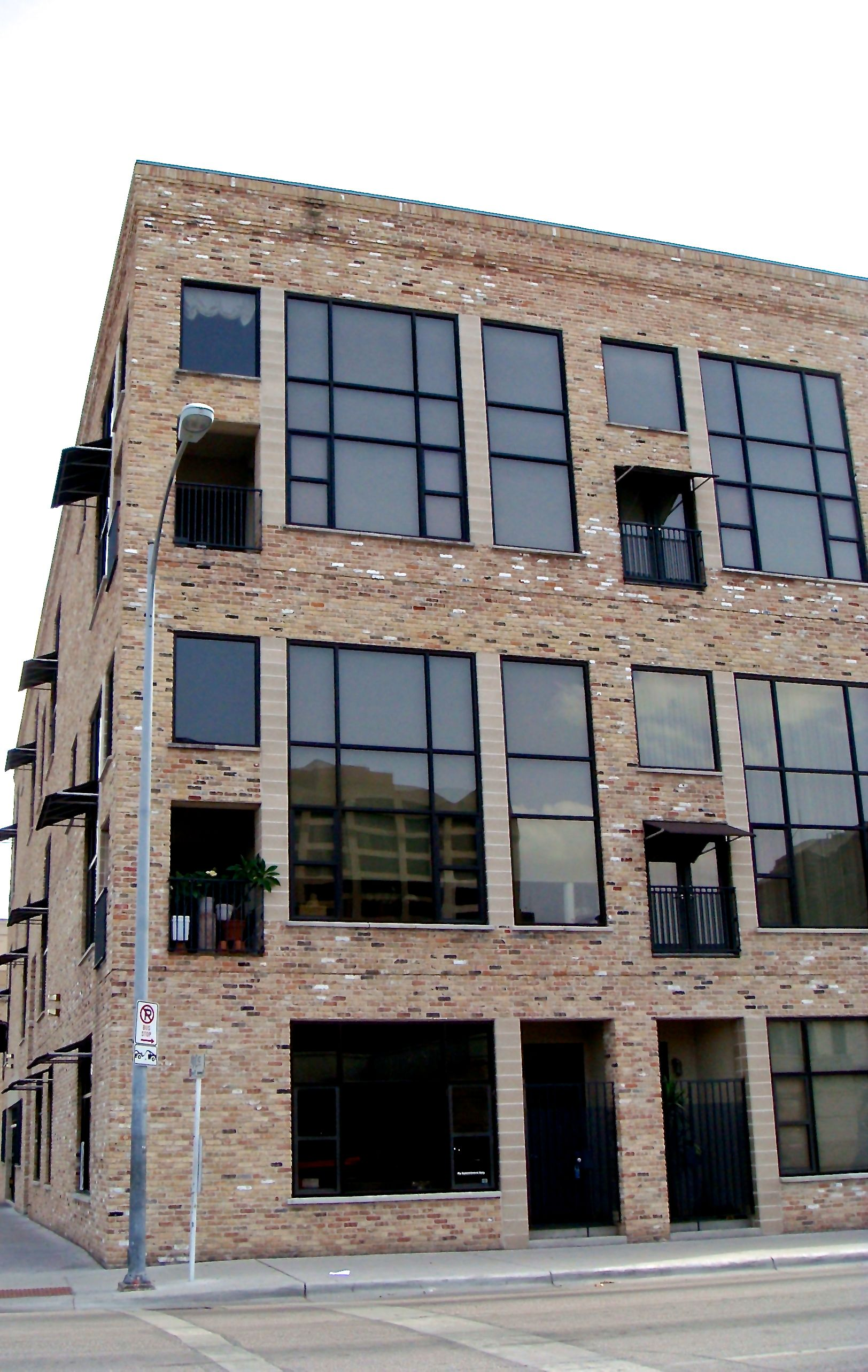 Brazos Lofts Ext Corner Jun2008 (edit image).jpg