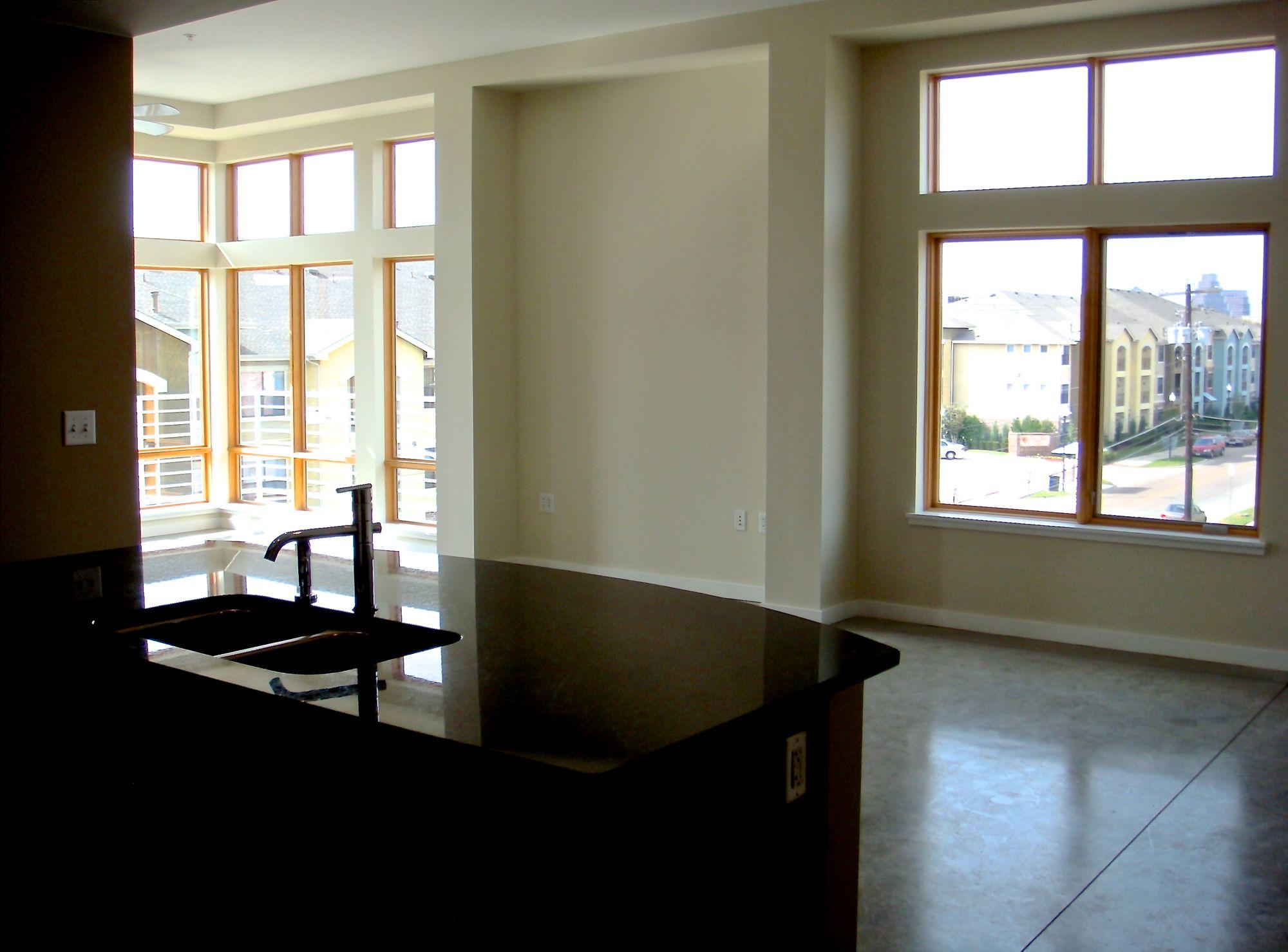 2124 #301 Living Window DSC01433.jpg