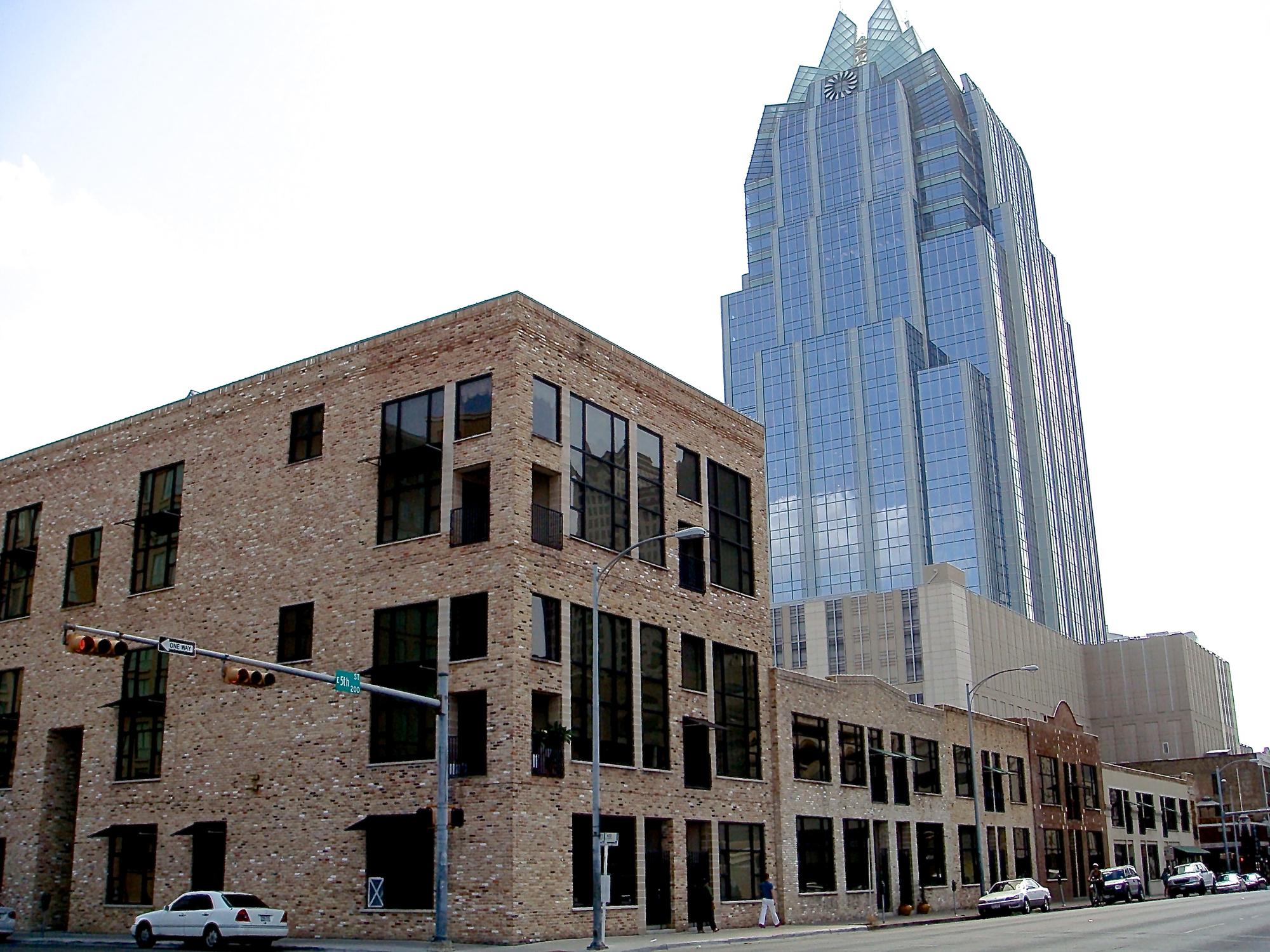 Brazos Lofts Ext+Frost Jun2008 (edit Pics 233).jpg