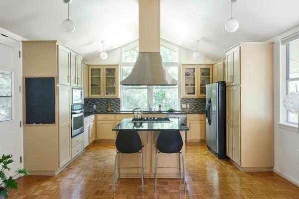 5947 Highland Hills Kitchen AC 19797_w.jpg