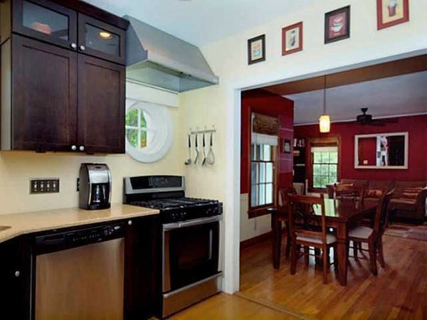 2121 Glendale - Kitchen.jpg