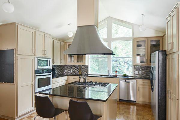 5947 Highland Hills Kitchen 1c AC 19811_w.jpg