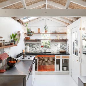 1313 Comal Kitchen Main 480sq AC7129w.jpeg