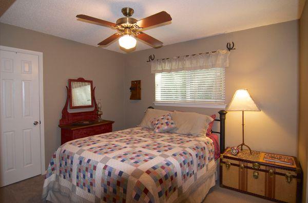 6103 Gardenridge Bed 1 (edit DSC_0986).jpg