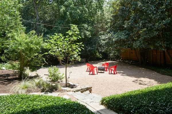 5947 Highland Hills Ext Courtyard AC 6139_w.jpg