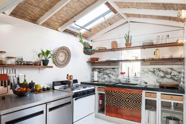 1313 Comal Kitchen 2 AC7158w.jpg