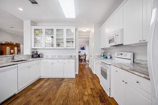 5812 Back Bay Kitchen Main MLS DSCF8322-HDR.jpg
