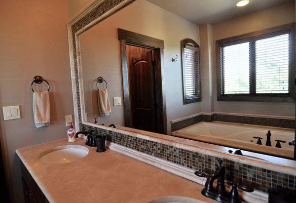 303 Yaupon Master Bath (edit hi DSC_0574).jpg