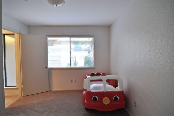 7211 Lakewood Bed 2 (edit 2014-09-04 18.39.41).jpg
