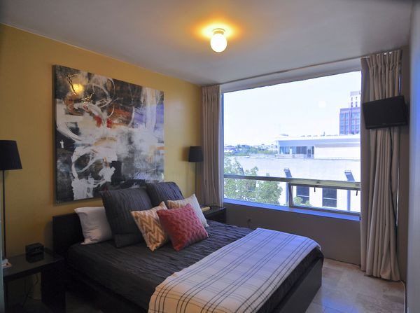 Penthouse 502 bed v2 (edit med DSC_0653).jpg