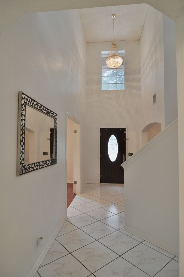 1741 Jerusalem Entry Hallway DSC_0663.jpeg
