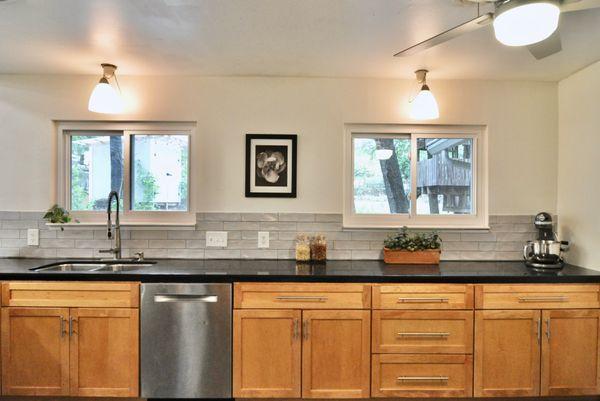 6506 Willamette kitchen 2 DSC_0263.jpeg