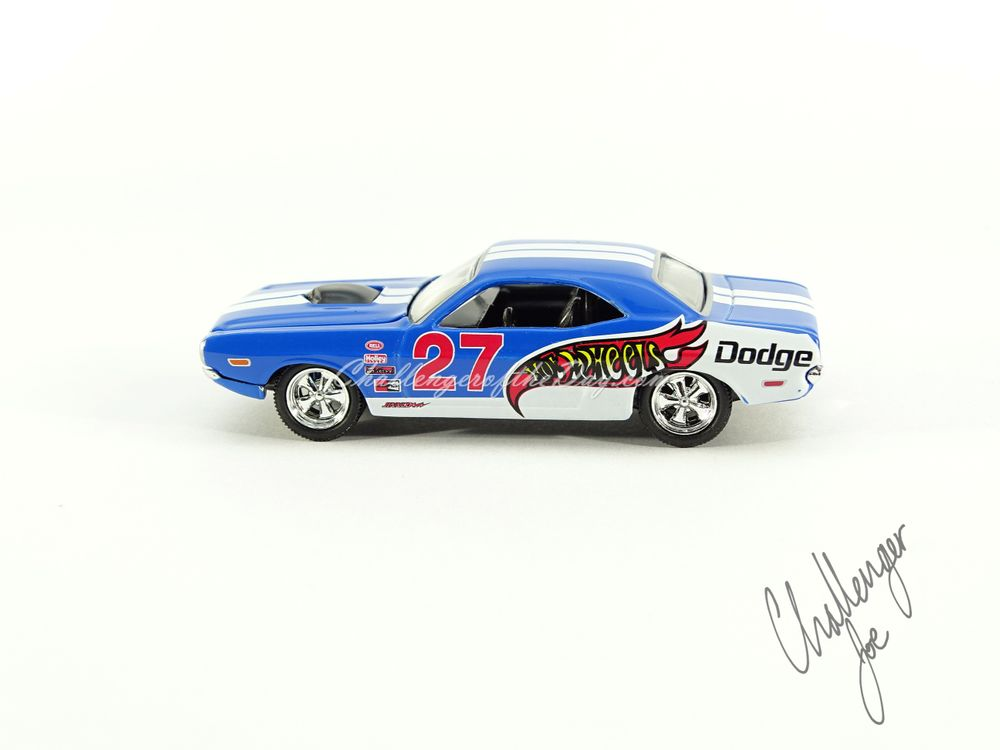 Hot Wheels '71 Dodge Challenger 440 Six-Pack With Shaker in Blue (1).JPG