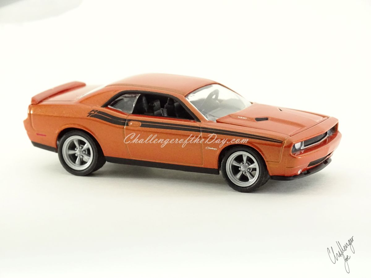 Greenlight 2011 Dodge Challenger RT Classic Orange 2011-2012 Trade Show Car (2).JPG