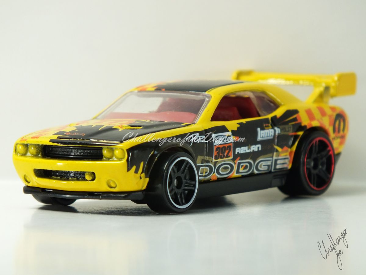 Hot Wheels Dodge Challenger Drift Car Yellow (2).JPG