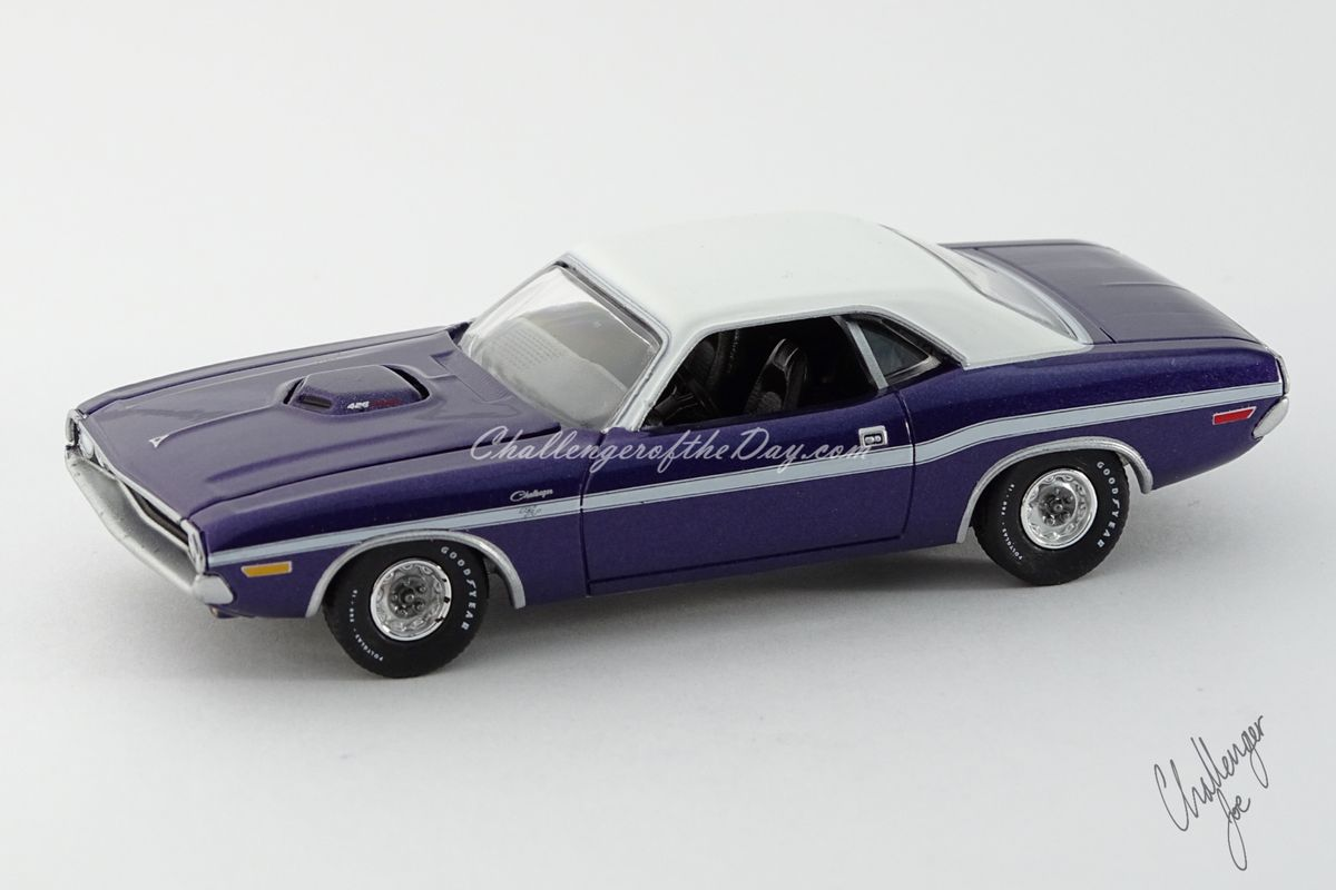 Auto World 1970 Dodge Challenger RT 426 Hemi Shaker Plum Crazy (4).jpg