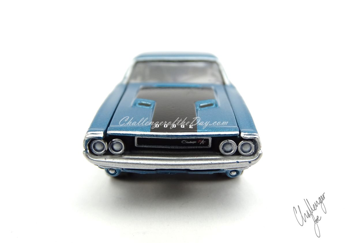 Johnny Lightning 1970 Dodge Challenger RT 440 Magnum in Blue (11).JPG