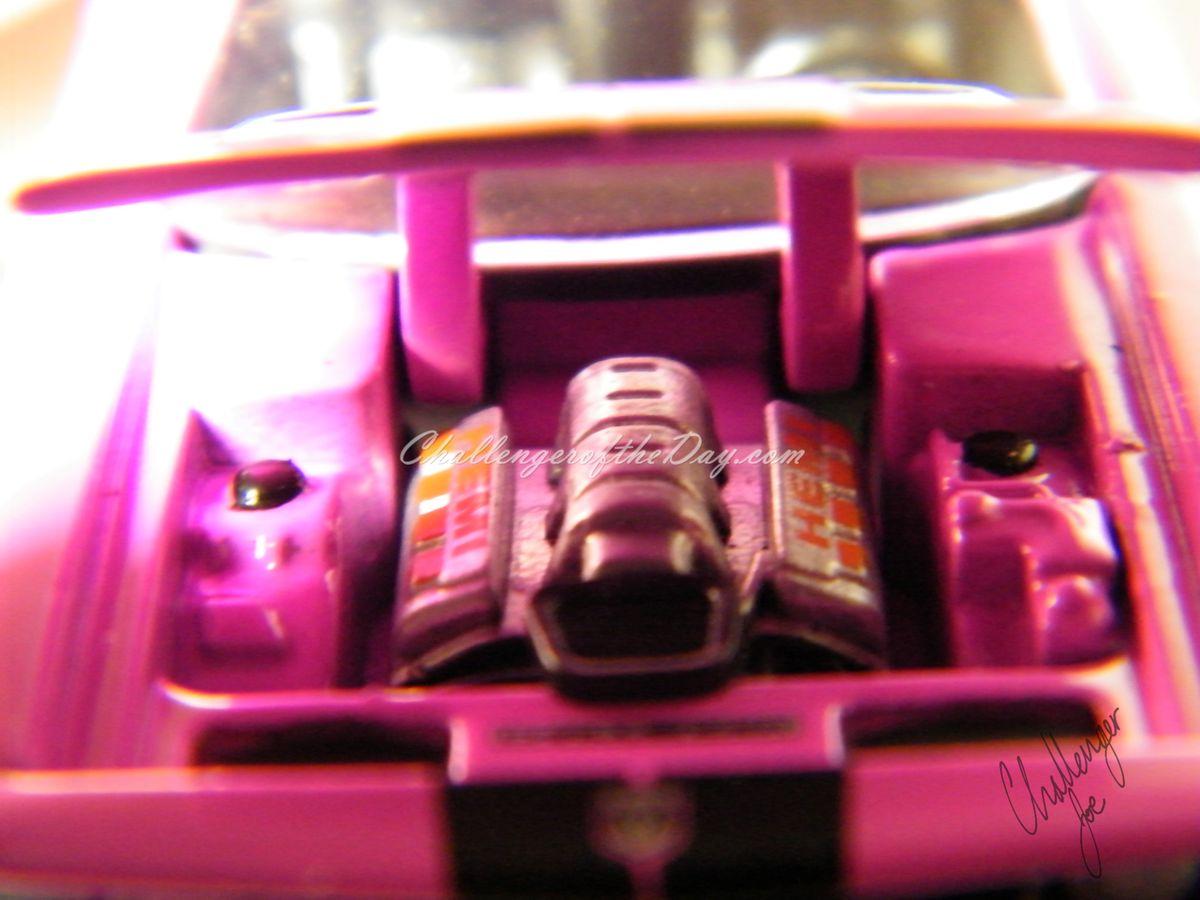 Greenlight 2006 Challenger Concept Car in Pink (4).JPG
