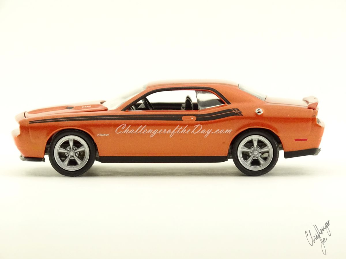 Greenlight 2011 Dodge Challenger RT Classic Orange 2011-2012 Trade Show Car (1).JPG