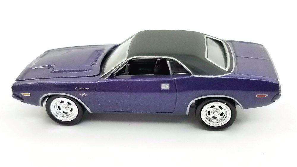 Johnny Lightning Dodge Challenger