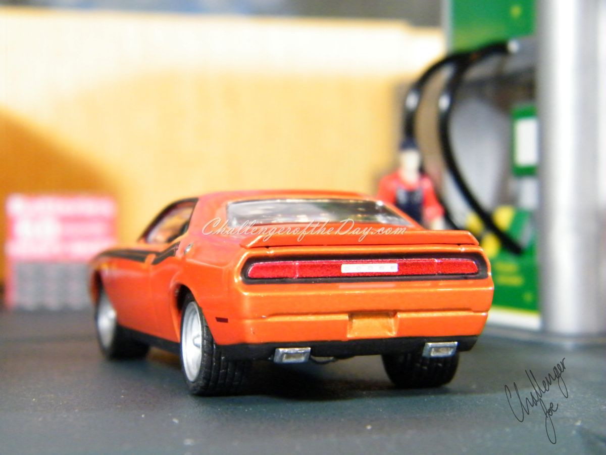 Greenlight 2011 Dodge Challenger RT Classic Orange 2011-2012 Trade Show Car (6).JPG