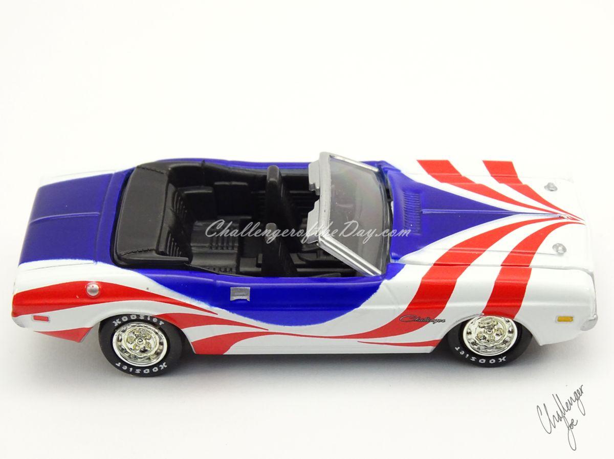Johnny Lightning 1971 Dodge Challenger Convertible  (7).jpg