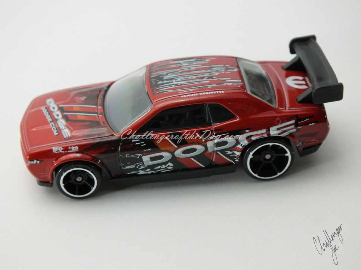 Hot Wheels Dodge Challenger Drift Car Red (7).JPG