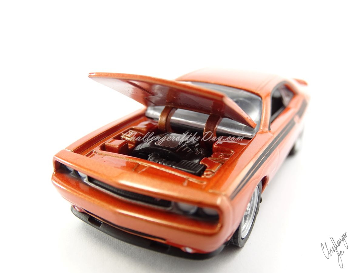 Greenlight 2011 Dodge Challenger RT Classic Orange 2011-2012 Trade Show Car (3).JPG
