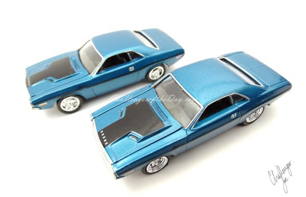 Johnny Lightning 1970 Dodge Challenger RT 440 Magnum in Blue (3).JPG