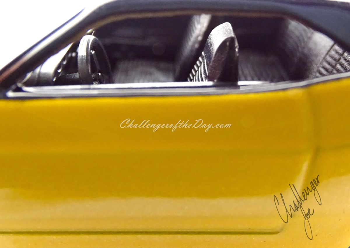 Jada Big Time Muscle 1970 Dodge Challenger RT With Engine Blower (4).jpg