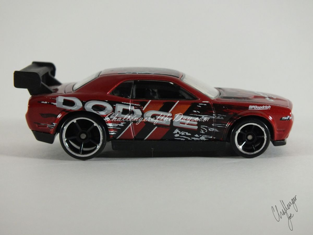 Hot Wheels Dodge Challenger Drift Car Red (3).JPG