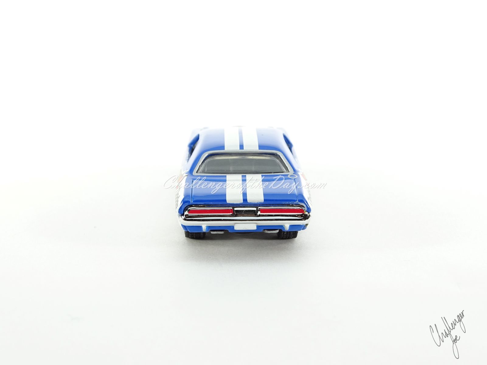 Hot Wheels '71 Dodge Challenger 440 Six-Pack With Shaker in Blue (7).JPG