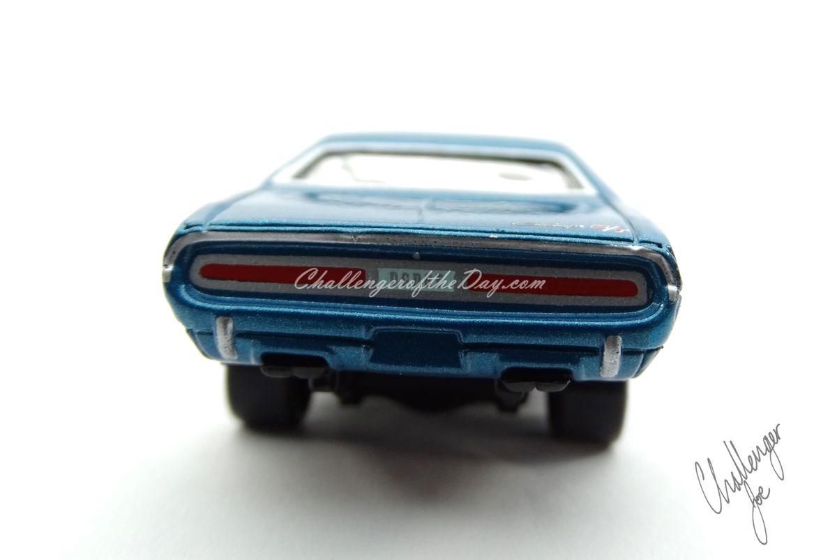 Johnny Lightning 1970 Dodge Challenger RT 440 Magnum in Blue (10).JPG