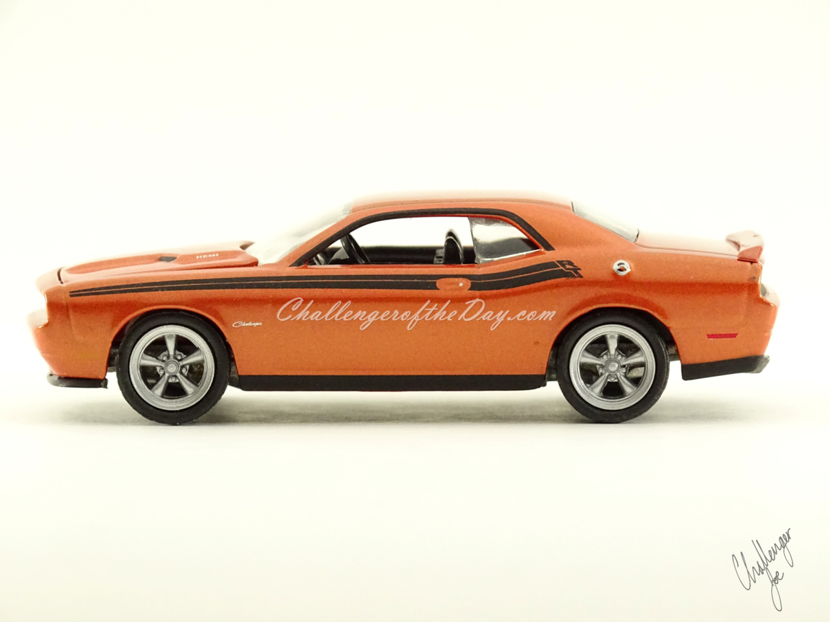Greenlight 2011 Dodge Challenger RT Classic Orange 2011-2012 Trade Show Car (1).JPG