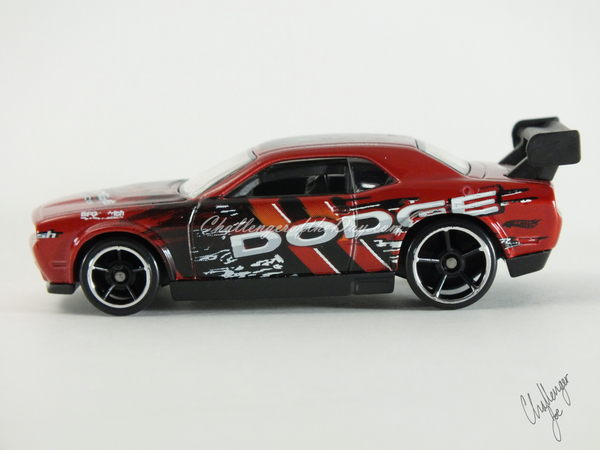 Hot Wheels Dodge Challenger Drift Car Red (1).JPG