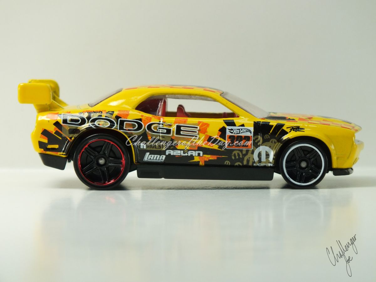 Hot Wheels Dodge Challenger Drift Car Yellow (5).JPG