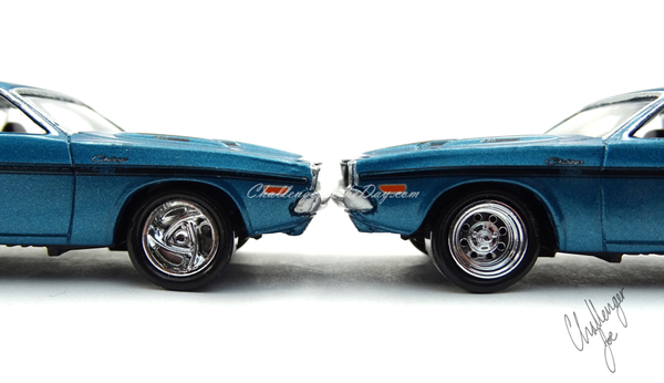 Johnny Lightning 1970 Dodge Challenger RT 440 Magnum in Blue (4).JPG