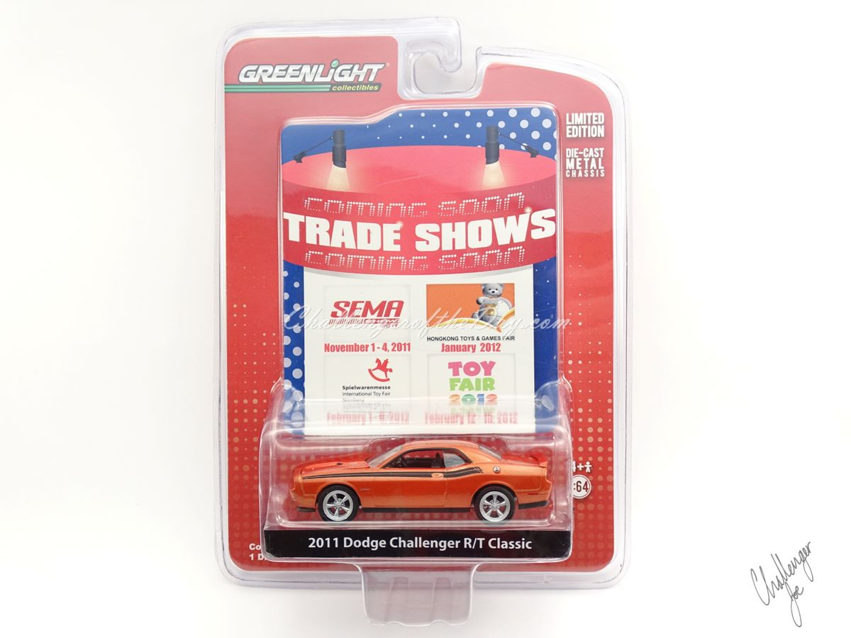 Greenlight 2011 Dodge Challenger RT Classic Orange 2011-2012 Trade Show Car (4).JPG