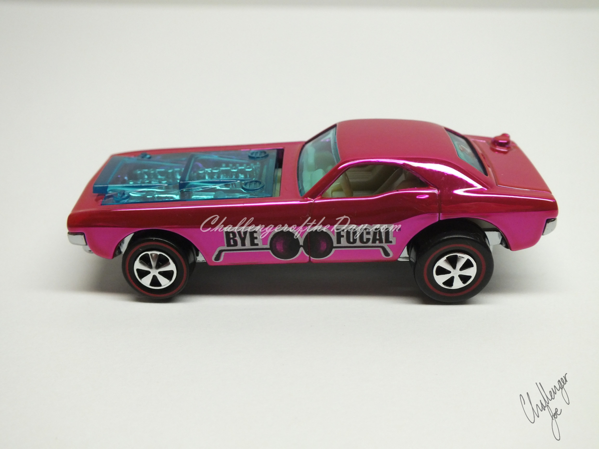 RLC Spectaflame Pink 2004 Bye Focal Twin V8 (1).JPG