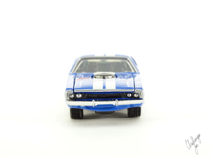 Hot Wheels '71 Dodge Challenger 440 Six-Pack With Shaker in Blue (4).JPG