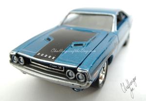 Johnny Lightning 1970 Dodge Challenger RT 440 Magnum in Blue (7).JPG