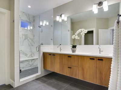 013_B-Master+Bathroom.jpg